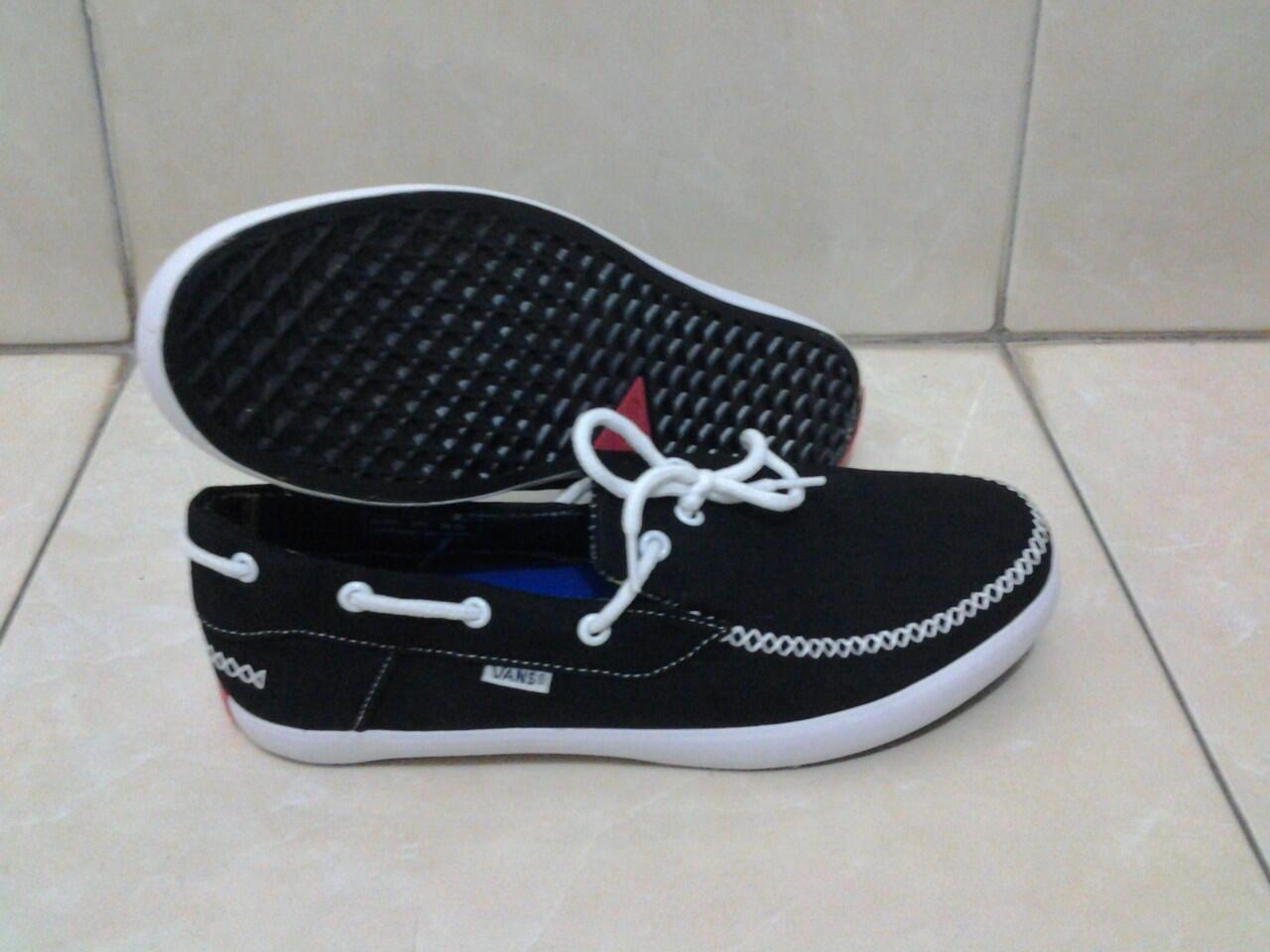 Terjual Jual Sepatu Vans On the wall murah n keren..  ea7ee884a0