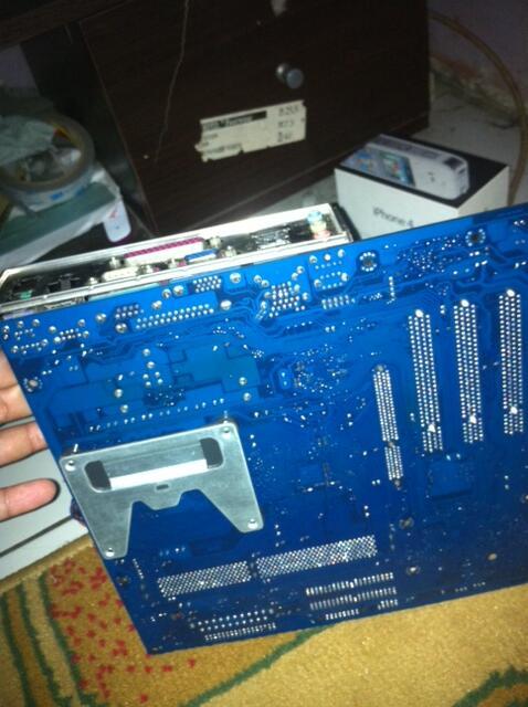 Mobo Branded. + Proc. Pentium 4 socket 478. 2.66Ghz + DDR1 1Gb.