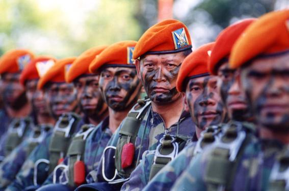 Makna miring baret TNI dengan POLRI.