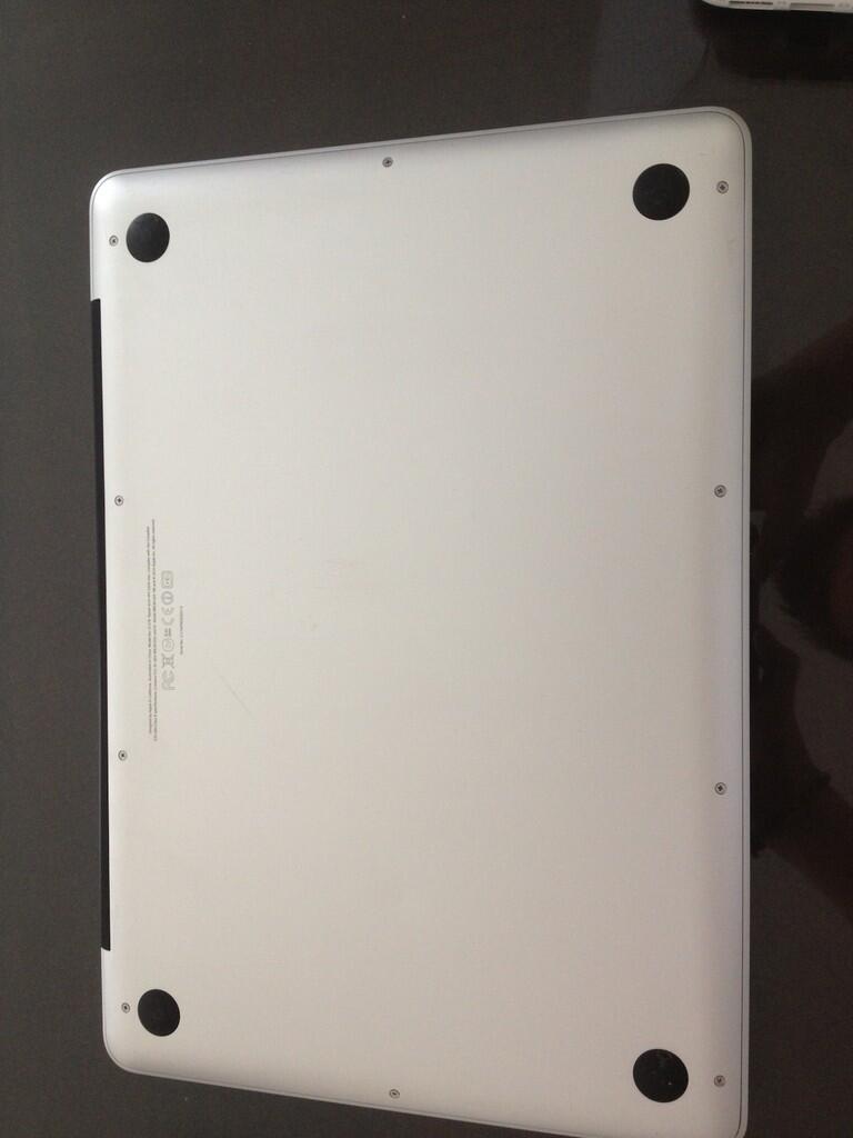 Macbook Pro 2.4GHZ i5 [APPLE WARRANTY SAMPAI 2015]