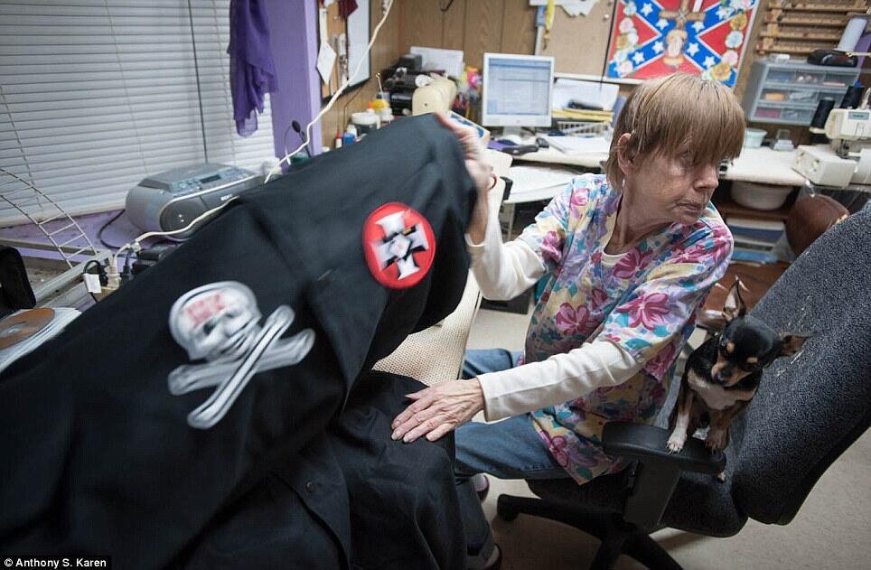Melihat Lebih Dalam Kehidupan Anggota Ku Klux Klan