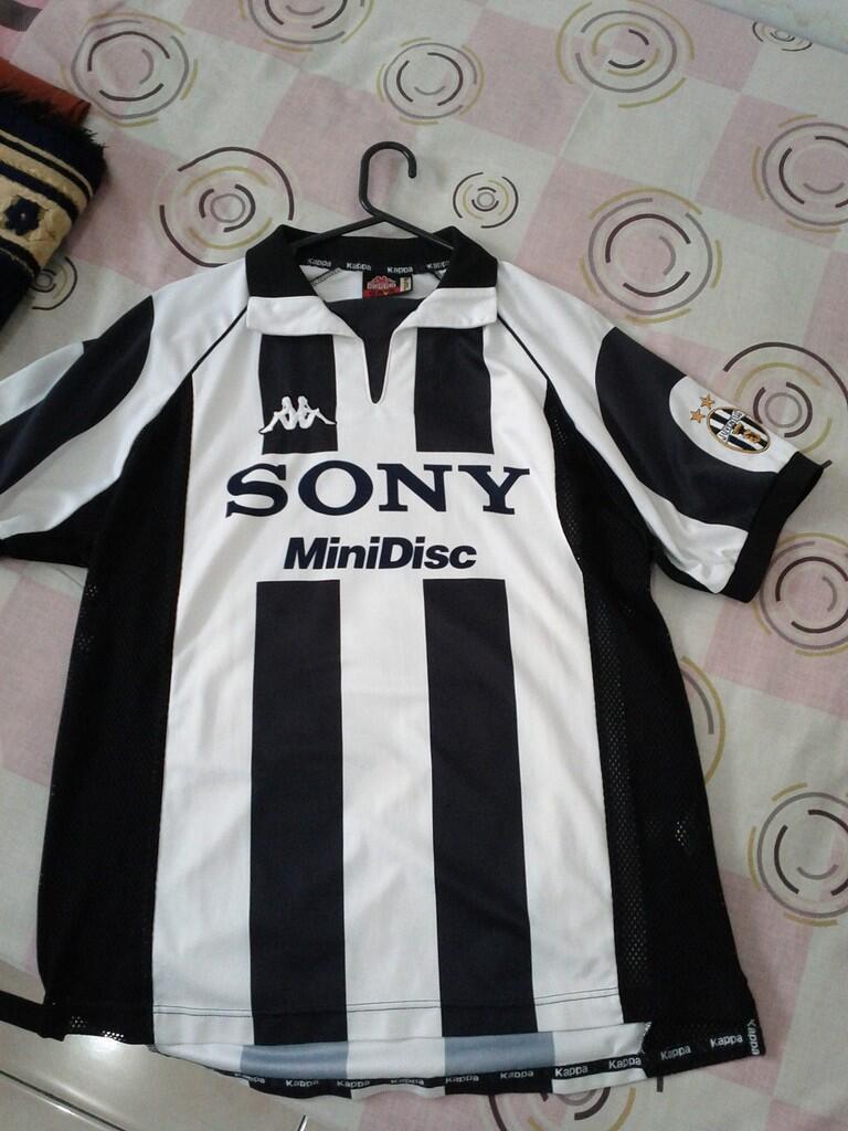06d2764de91 jersey original juventus centenary (del piero) dan chelsea centenary (joe  cole) ...