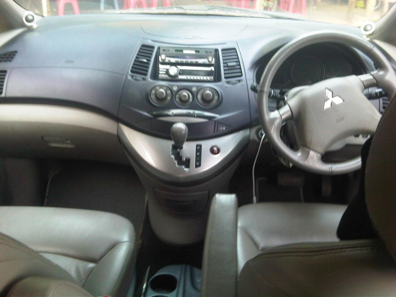 Mitsubishi Grandis GLS MIVEC 2400 pemakaian 2006