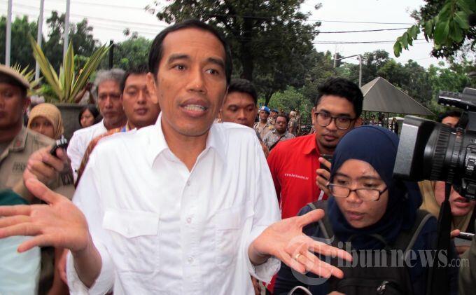 Buruh Putar Musik Kencang, Jokowi Ikut Joget-joget (REPOST DARI BERITA)