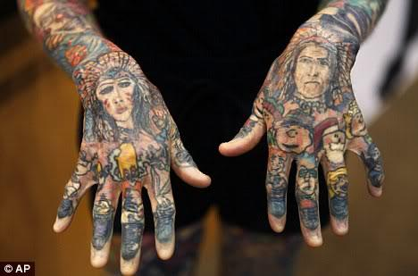 WAW !!! Wanita Dengan Tatto di Tubuh Terbanyak di Dunia !!!