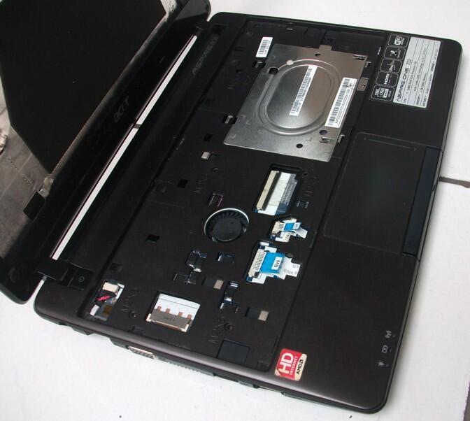 Part Acer One 722, utk gantiin yg rusak. LCD keyboard casing batre charger pretelan.