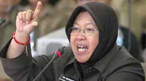 Perbedaan Dandan Ibu ATUT (Gub.Banten) dan Ibu RISMA (Walkot Surabaya)