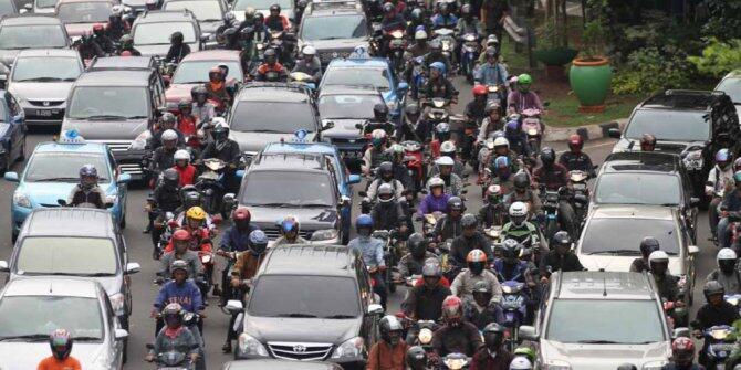 Menurut Ente nih penyebab macet di Jakarta Mobil atau Motor?
