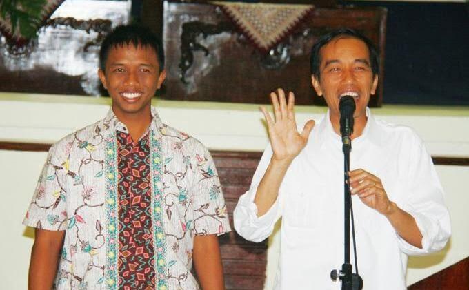 KENALKAN! Ini DISTA, Ajudan Kebanggan Jokowi yg Setia Mengawal Jokowi BLUSUKAN...!!!