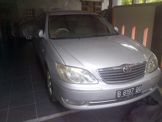 JUAL TOYOTA CAMRY 2,4 G MANUAL SILVER 2004