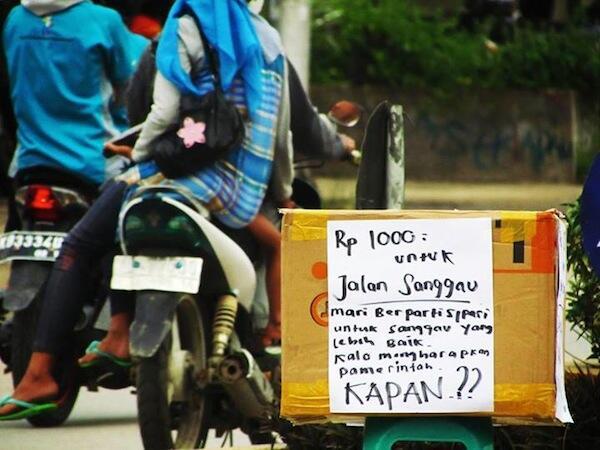 Galang 1000 Rupiah Demi Memperbaiki Jalan Negara Sanggau Kalbar
