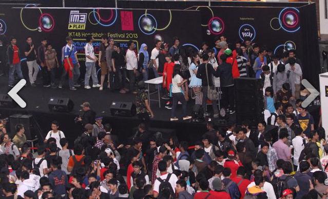 [Pongasi datanglaaahhh...] Ribuan fans JKT48 padati event Handshake