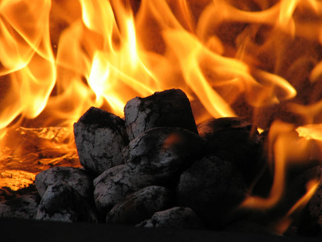[HOT GAN] Tingkatan Panas Api di Lihat Dari Warnanya