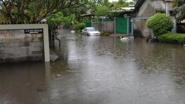 Lagi-Lagi Jakarta Dikepung Banjir (+PIC Langsung Dari TKP Kantor Ane)