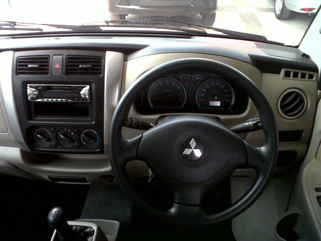 Mitsubishi Maven GLX manual tahun 2009 silver