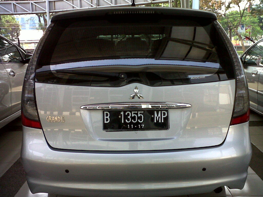 Mitsubishi Grandis GLS triptonic tahun 2007 silver