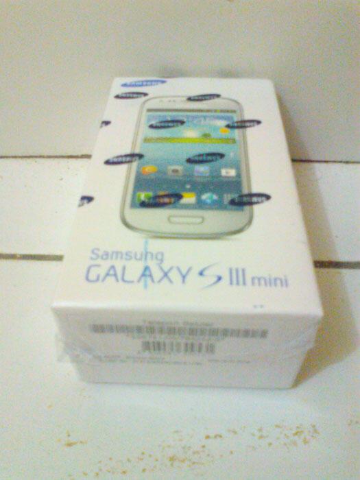 HP Samsung Galaxy S3 Mini warna Putih