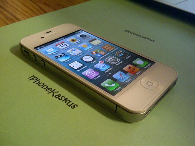 Terjual 2nd 99% iPhone 4 White CDMA 32gb Smartfren Mulus Like New ... cdff34cbe5