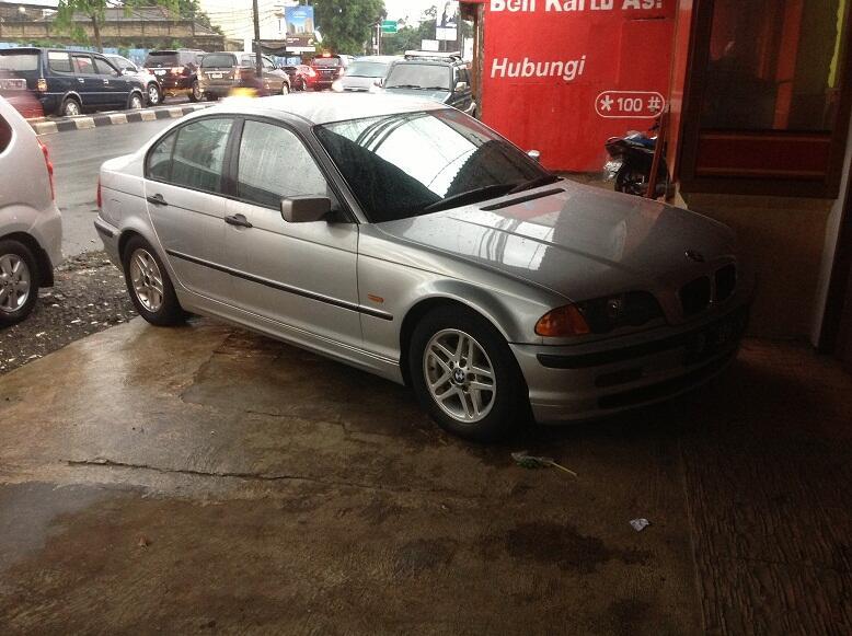 Dijual BMW 318i Thn 2001 Silver SIAP PAKAI
