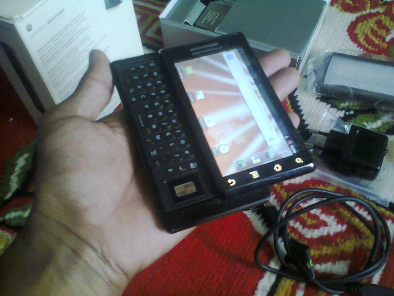 hp smartphone android motorola melestone ga kalah keren sama lenovo,bb,iphone,samsung