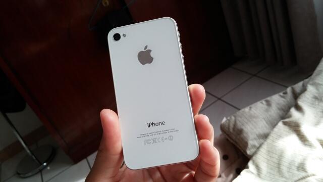 Iphone 4s 16gb GSM white MULUS 98% Malang Kota MURMER !!!