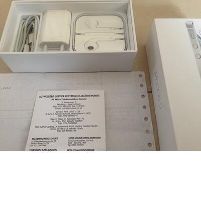 iphone 5 16gb white resmi ses umur 1bln like new.