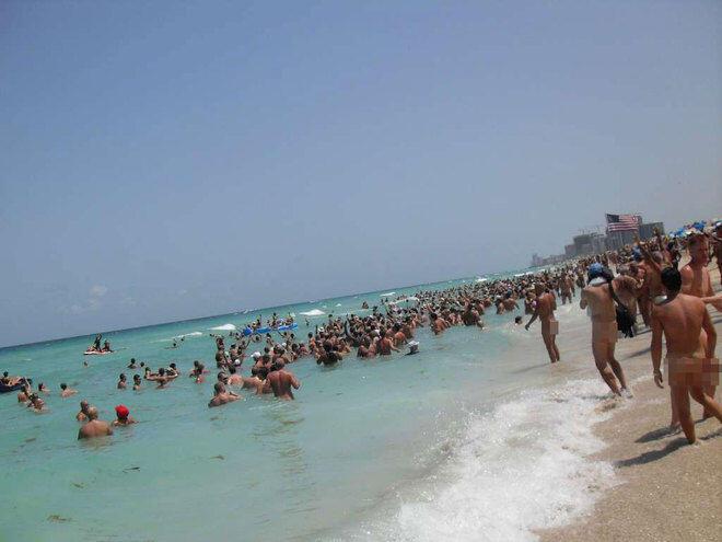 Pantai-Pantai Bugil di Seluruh Dunia, Ada Kuta Lho ...