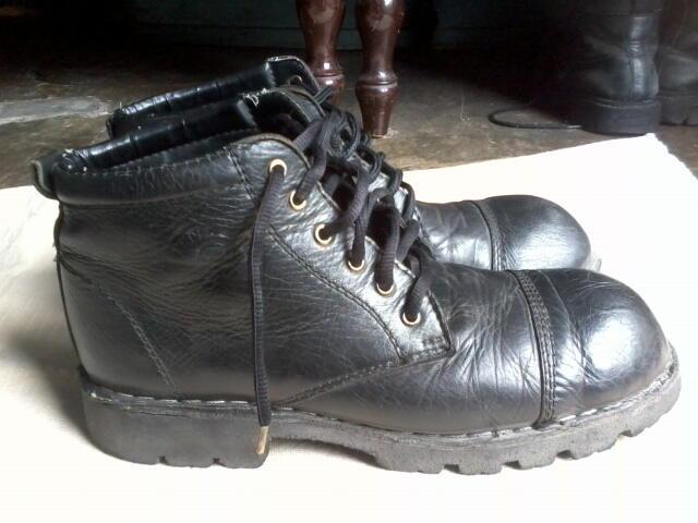 Sepatu Boots WIDE WIDTH Kulit