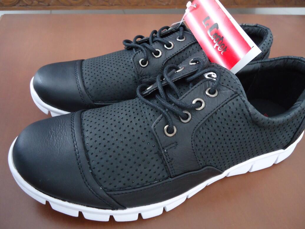 """di jual sepatu kulit merek """" lc Cooper """" barang over production sisa export asli"""