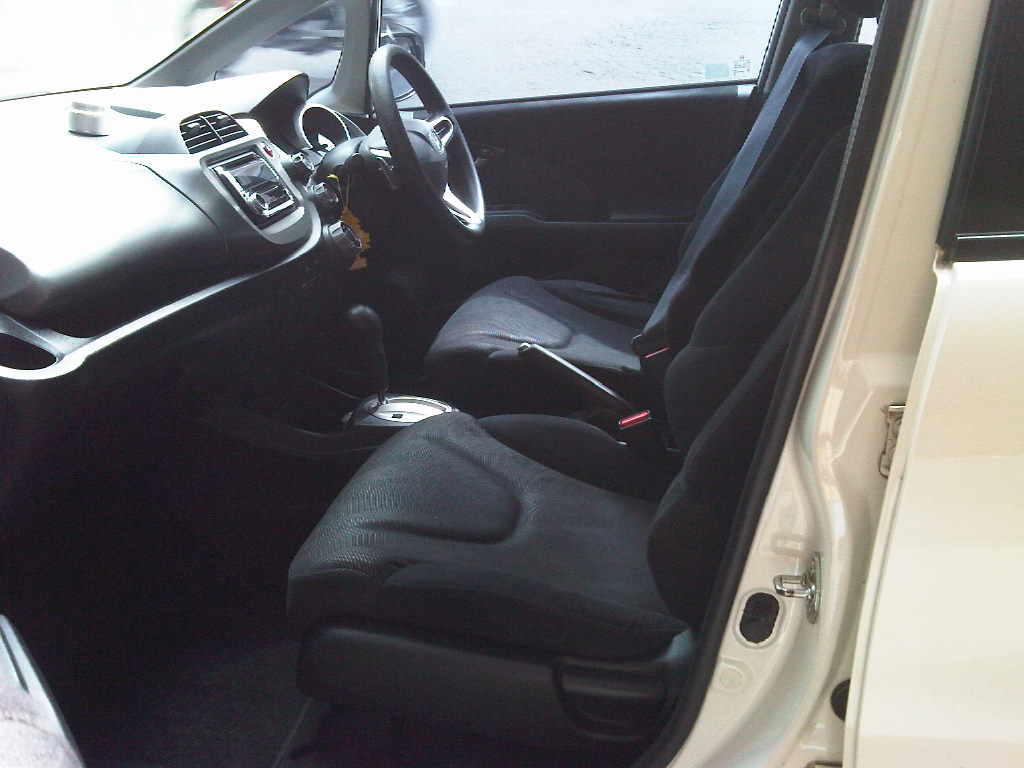 HONDA ALL NEW JAZZ RS ST 2009 PUTIH MUTIARA