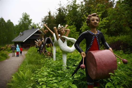 Kutukan Seni di Veijo Rönkkönen Finlandia