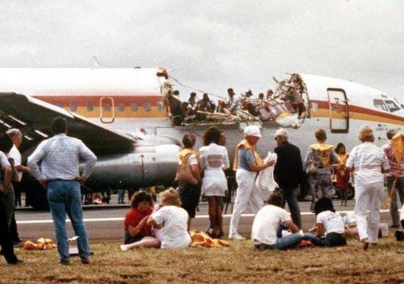 AJAIB! Pesawat ini Mampu Mendarat Walau Mengalami Kerusakan Fatal