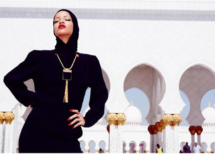 Rihanna Berjilbab di Depan Masjid Bikin Heboh Instagram