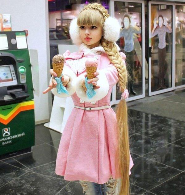 10 Sosok Manusia Yang Memilih Menjadi Boneka Hidup