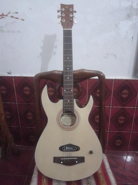 FOR SALE !!! Guitar Yamaha FG - 700 JS second