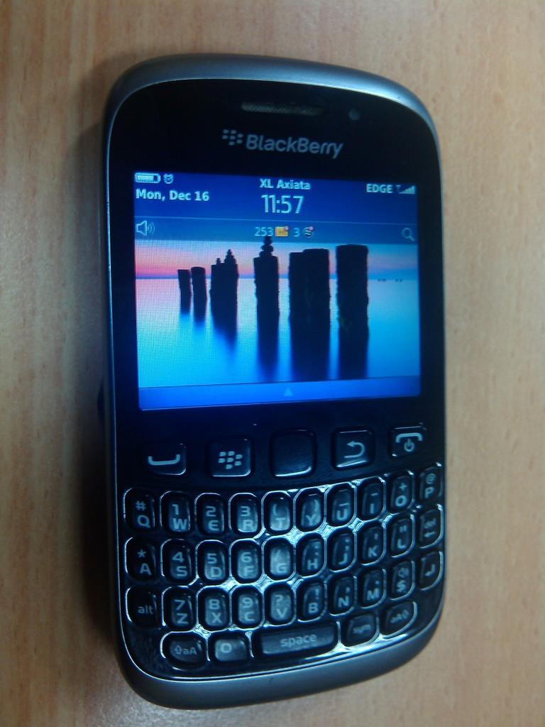 Blackberry 9790 dan Blackberry 9320