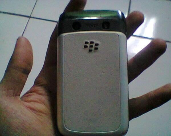 BB 9700 aka BB Onyx 1 - Batangan - white - Mulus - Bandung