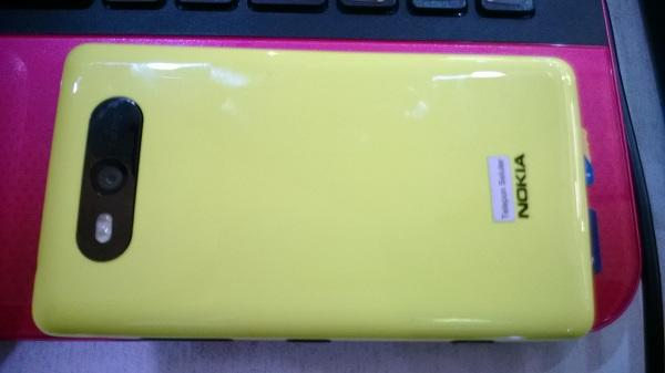nokia lumia 820 yellow fullset garansi 10 bulan 2,3 aja bandung