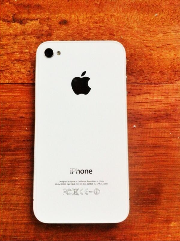WTS iPhone 4 GSM Mulus Garansi panjang
