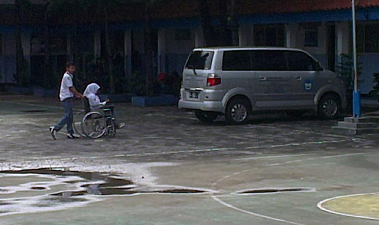 [Pelaku Anak Pejabat Polisi] Ditegur Satpam, Mobil Tabrak Puluhan Siswa di Sekolah - Part 1