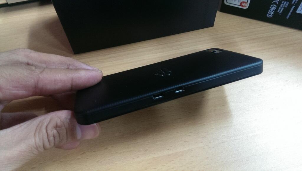 JUAL CEPAT Blackberry Z10 HITAM 99 MULUS GARANSI RESMI SCM hingga AUG 2015