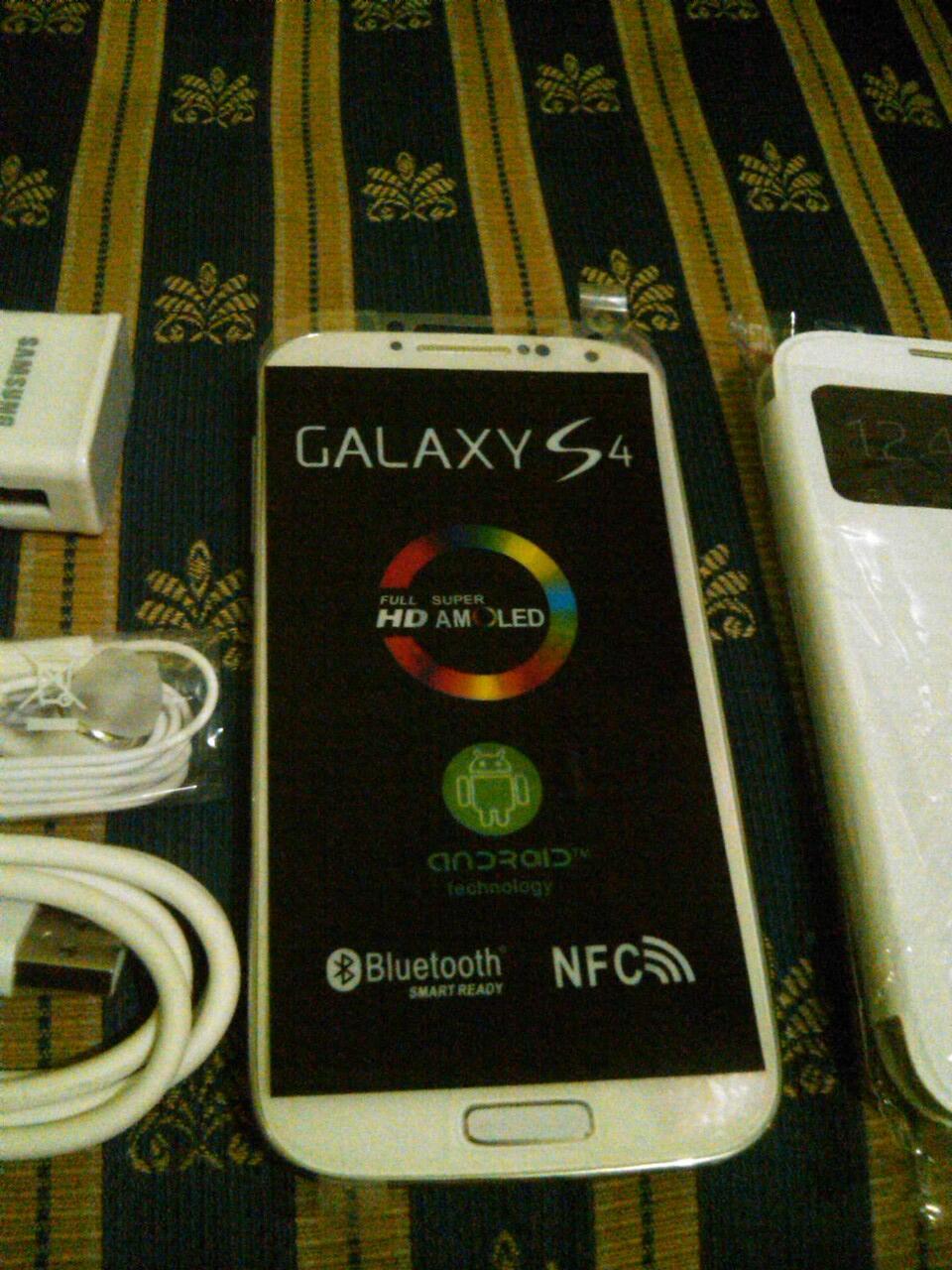 Samsung Galaxy S4 white baru gress