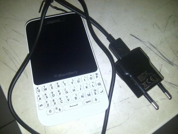 blackberry Q5 white batangan