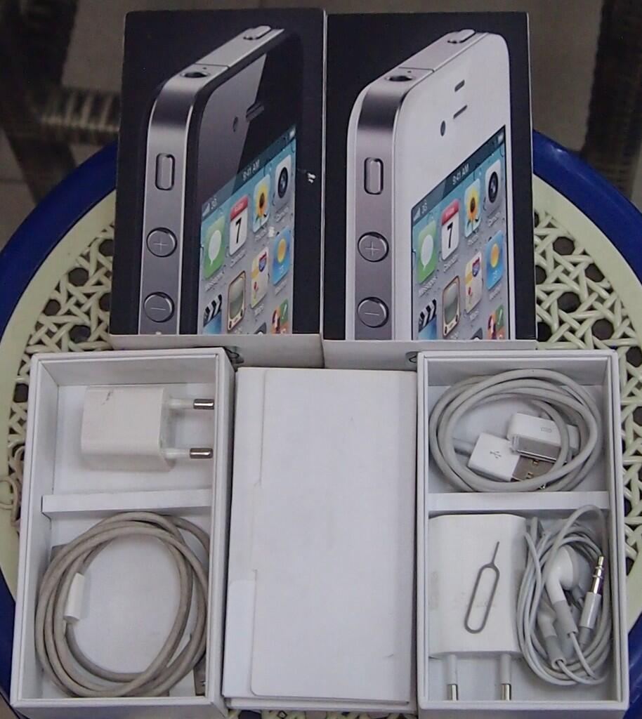 Terjual iphone4 8gb black and white masuk aja gan..  c7de504fcb