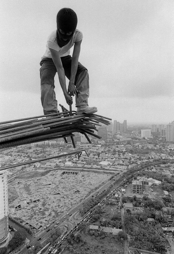 """Foto2 """"daredevil"""" pekerja bangunan Indonesia"""