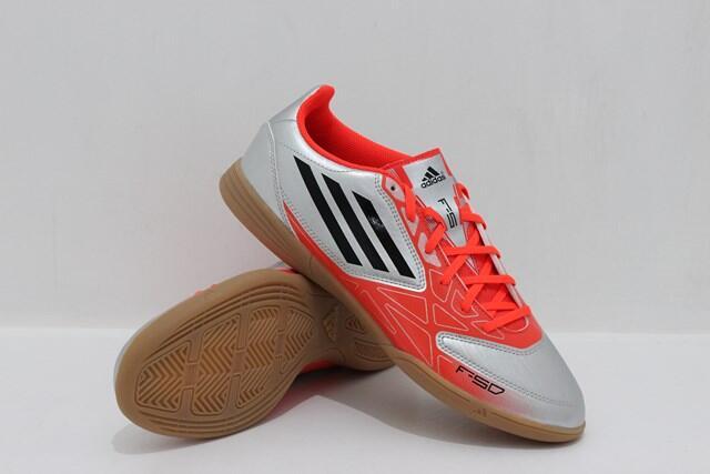 Update lagi nih gan sepatu futsal adidas dan nike diskon all original