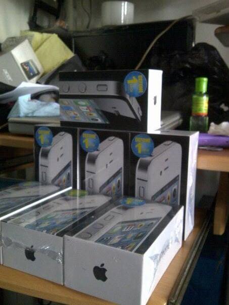 Iphone 4 CDMA 32GB Black dan White New + smartfren