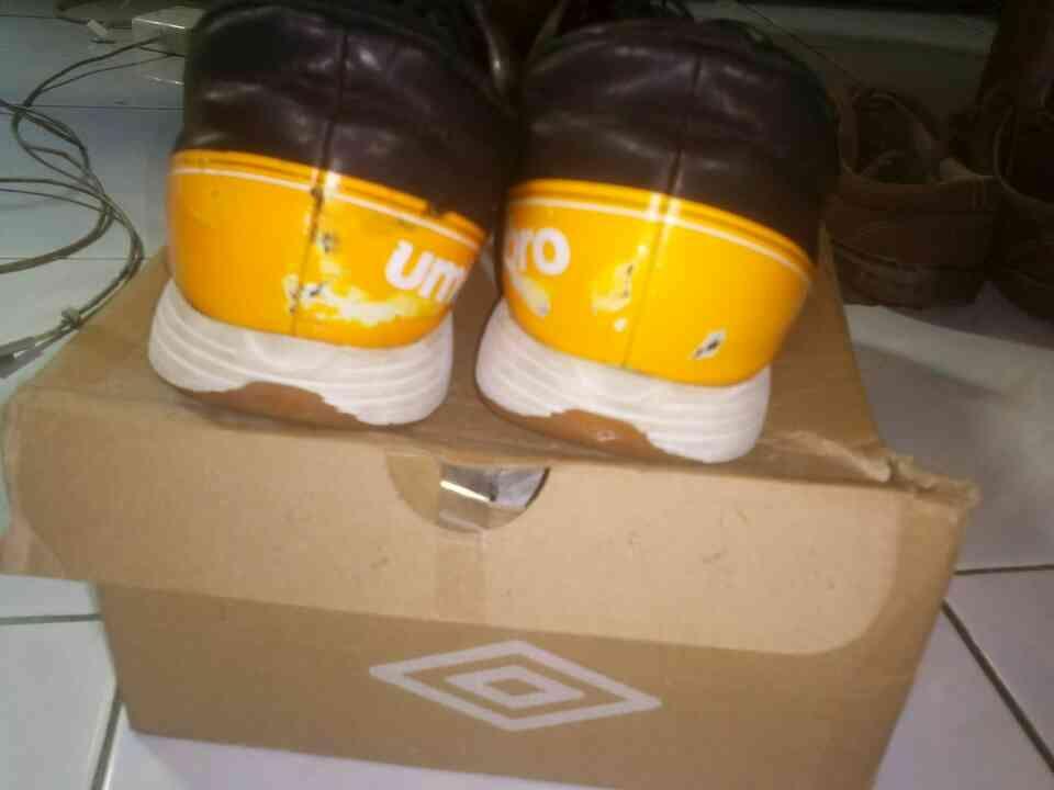 Jual Sepatu Futsal Umbro big size ORI 150 ribu