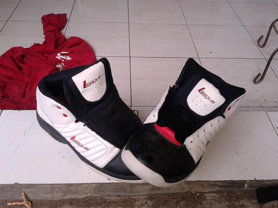 WTS Sepatu Basket League