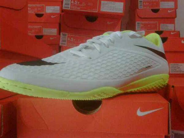 [@BABAsStore] Sepatu Futsal Hypervenom Phelon! Hot!